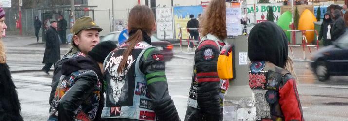 Metalheads auf der Strasse